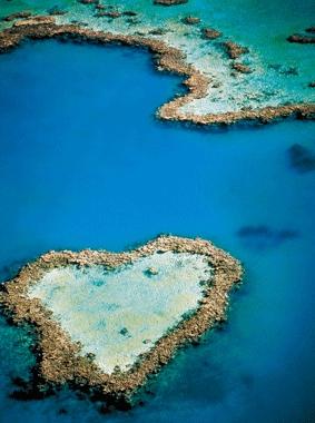 电脑壁纸高清风景心形海岛