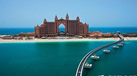 位于世界上最大的人工岛——迪拜棕榈岛上的亚特兰蒂斯