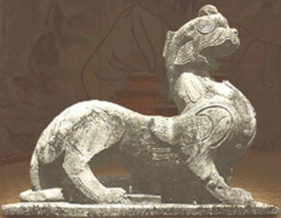 雕刻有华丽的花纹,使石兽神异非凡的气质得到了