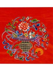 红缎绣五彩花篮纹凳垫