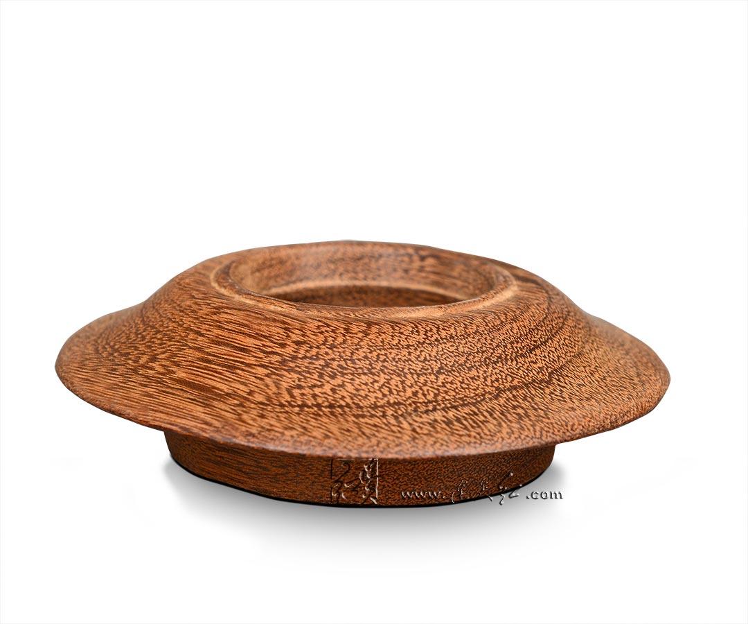选用优质木材雕刻底座