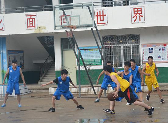 2014喜迎国庆文章_2015年庆元旦活动 第二场篮球赛火热进行