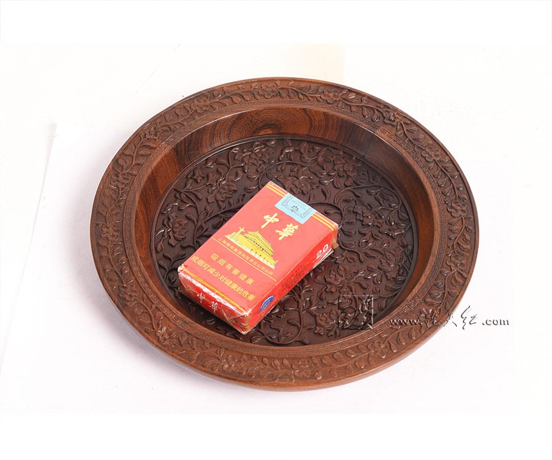 缠枝茶花纹盘
